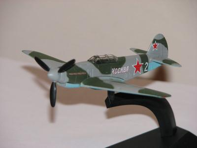 Yak-9 metal scale model deagostini